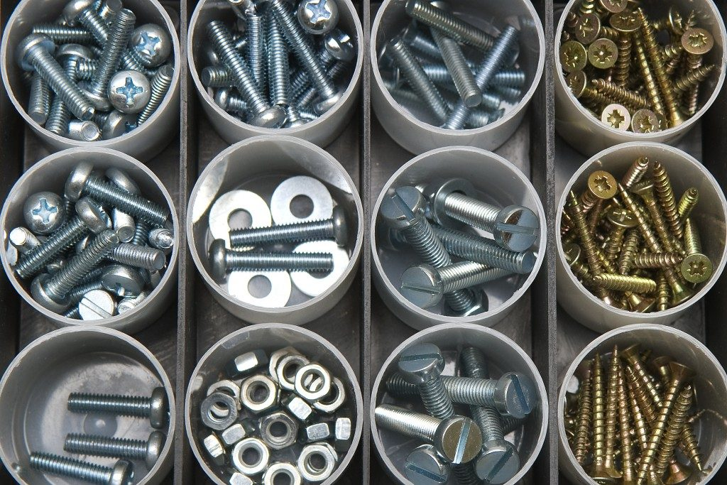 Different types of screws