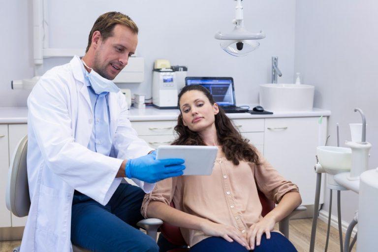 dentist showing patient diagnosis