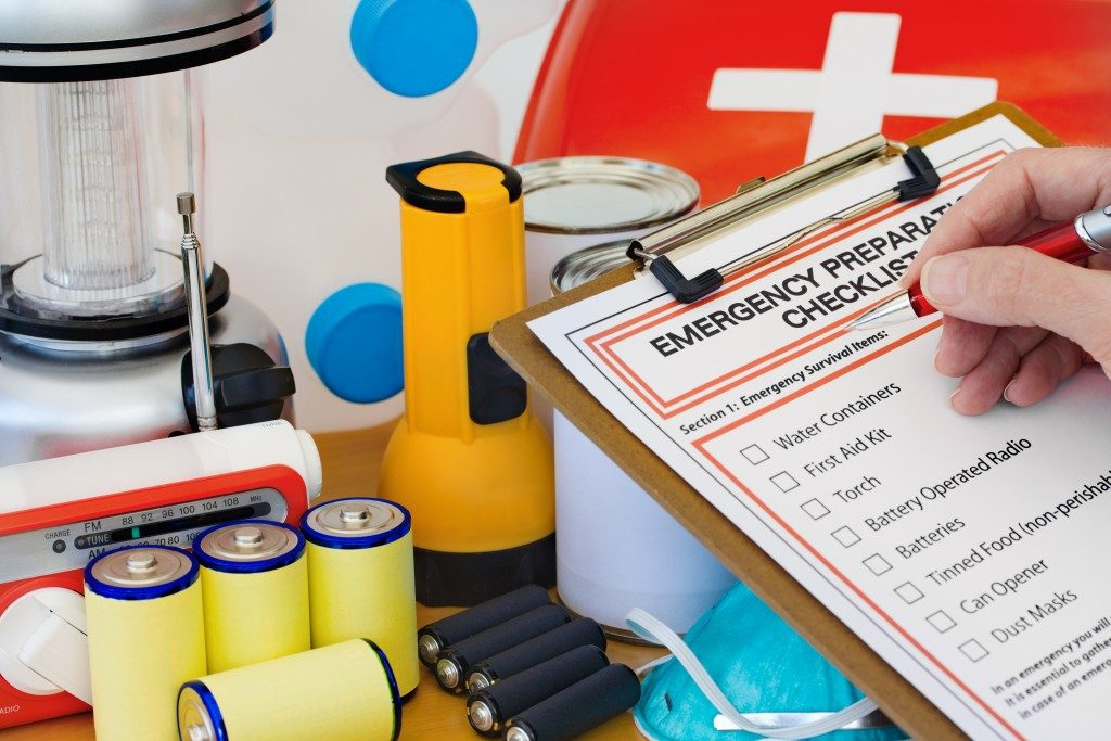 emergency kit and checklist
